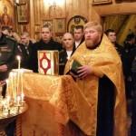 Настоятель отец Александр Зайцев совершает благодарственный молебен