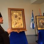 Образ святого Федора Ушакова рядом с Тихвинской иконой Божией Матери.