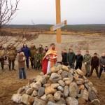 Молебен перед воздвигнутым крестом