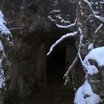 Вход в обнаруженную пещеру.