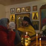 Паломники у мощей Матроны Московской